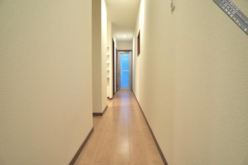 C3_gh_midori_30_hallway