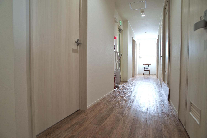 1_B2_ama_28_hallway_3f